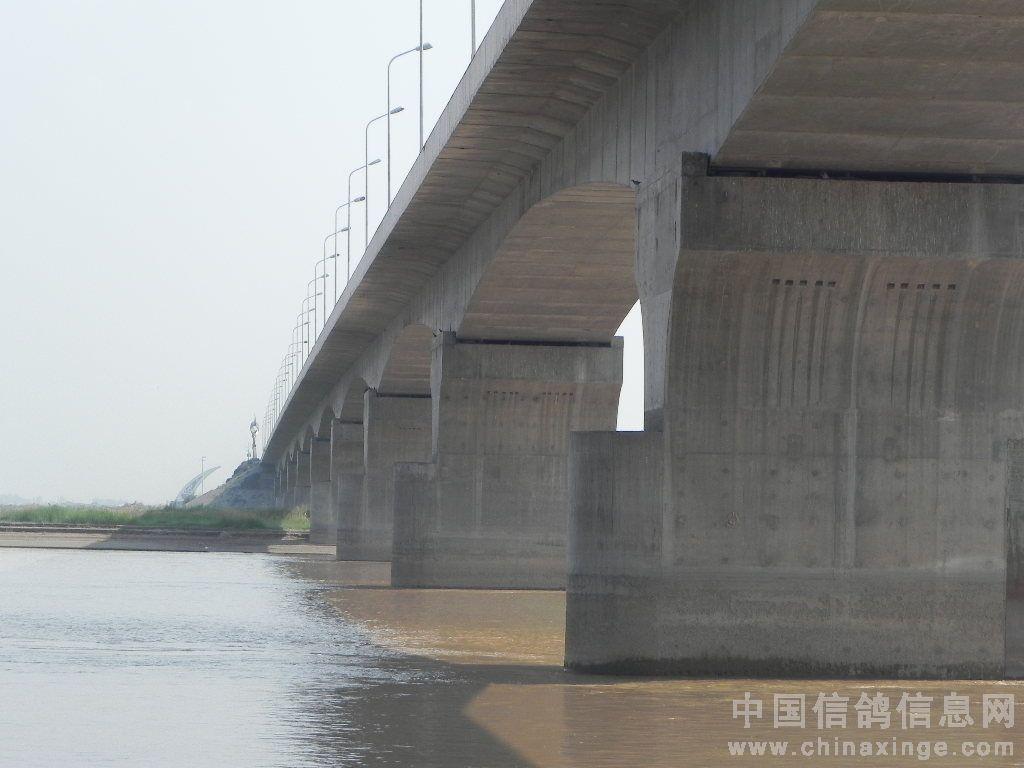 中国 黄河大桥/黄河大桥远景,黄河大桥是单行线,拍摄位置在另一座桥下。