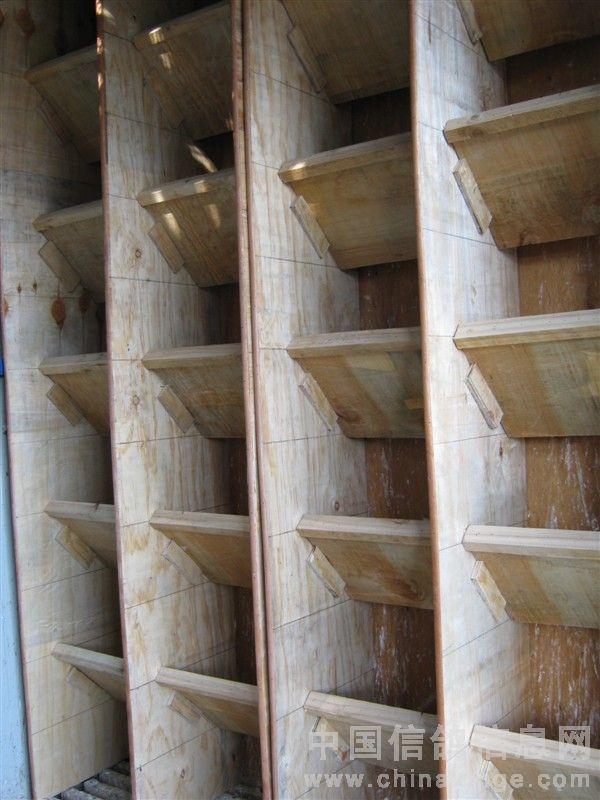 方钢龙骨和木板固定图