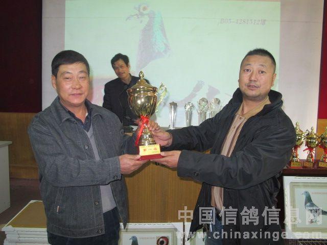 云南 昭通市 中国/2010年春400公里云南省冠军张贵生(左)